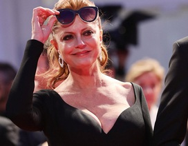 70 tuổi, Susan Sarandon vẫn khoe ngực khủng