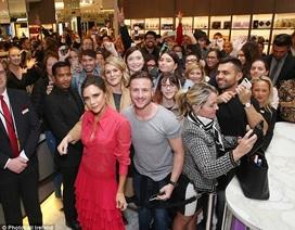 Victoria Beckham được fans bao vây