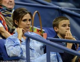 Victoria Beckham sành điệu đi xem tennis