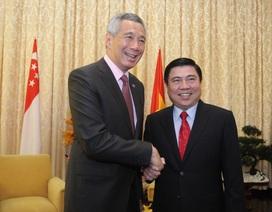 Thủ tướng Lý Hiển Long thích thú với tòa nhà hình búp sen của TPHCM