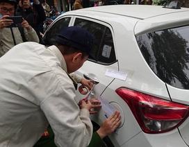 Hà Nội: Cẩu ô tô đỗ sai quy định, phạt các hộ cố tình lấn vỉa hè