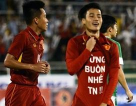 Văn Toàn có thể bị FIFA phạt vì in thông điệp trên áo