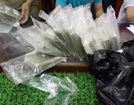 Vụ nổ súng bắt 100 bánh heroin: Truy tìm kẻ giấu mặt