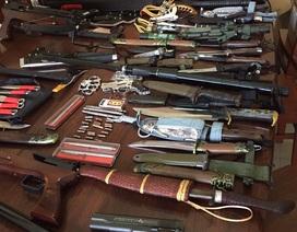 """Phát hiện """"kho"""" vũ khí trong nhà của một thanh niên"""