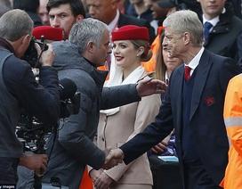 Mourinho lần đầu thua Wenger ở Premier League, MU đứt kỷ lục bất bại