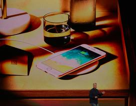 """Ra iPhone X có sạc không dây là chiêu """"làm giàu"""" đỉnh cao của Apple"""
