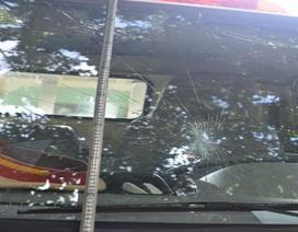 Khởi tố vụ án ném vỡ kính xe tuần tra của CSGT