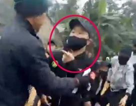 """Hàng chục thanh niên bịt mặt """"dẹp"""" người dân ngăn cản thi công cầu"""