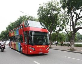 Trải nghiệm chuyến xe buýt mui trần 2 tầng sặc sỡ đầu tiên tại Hà Nội