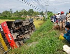 Xe buýt lật xuống ruộng, một người chết, khoảng 20 người bị thương