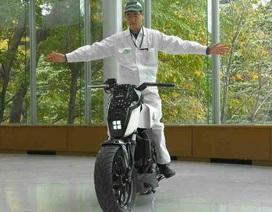 Honda ra mắt xe mô-tô tự giữ thăng bằng