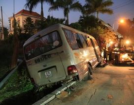 """Vụ xe khách """"đại náo"""", 2 cháu bé mất mạng: 2 người khác trọng thương"""