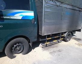 Xe tải đậu ngoài đường bị kẻ xấu đốt cháy sém