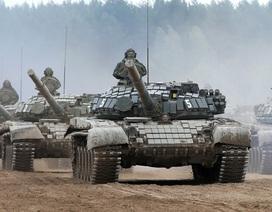 """Sức mạnh của quân đoàn xe tăng Nga khiến NATO """"đứng ngồi không yên"""""""