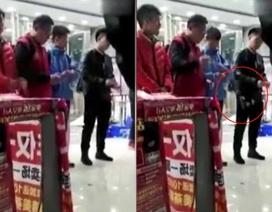 Trung Quốc: Sếp bắt nhân viên xé tiền gây xôn xao