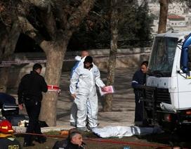 Xe tải lao vào nhóm binh sĩ Israel, ít nhất 4 người chết