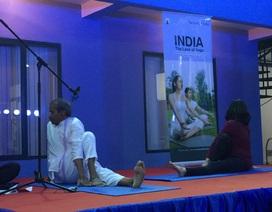 Giảm căng thẳng với các bài tập yoga từ chuyên gia Ấn Độ