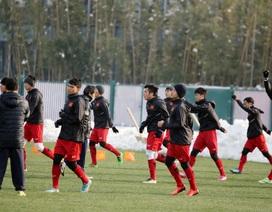 Tuyết tan, U23 Việt Nam hò nhau ra sân tập