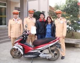 Cặp vợ chồng Hà Nội bất ngờ nhận được xe máy mất cắp 7 năm trước