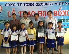 Grobest trao 150 suất học bổng đến học sinh nghèo Bến Tre