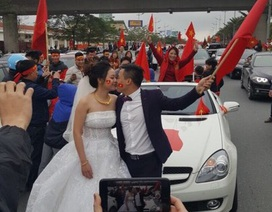 """Tâm sự của cặp đôi """"hoãn"""" đón dâu xuống đường chào đón U23 Việt Nam"""