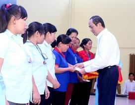 Chủ tịch nước chúc Tết, tặng quà công nhân Bình Dương