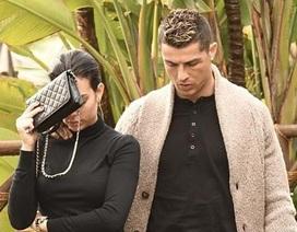 """Sau scandal """"gạ tình"""", C.Ronaldo vội tổ chức sinh nhật lấy lòng bạn gái"""
