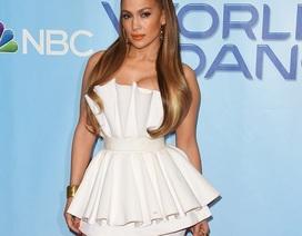 Jennifer Lopez bốc lửa và gợi cảm với đầm ngắn ôm sát