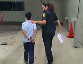 Tranh cãi học sinh lớp 1 bị cảnh sát còng tay ở Mỹ