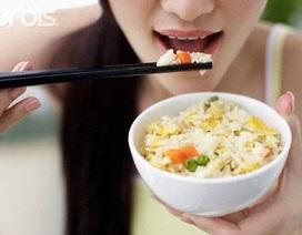 Thói quen ăn quá nhanh có hại gì?