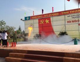 Hà Tĩnh: Hàng trăm học sinh, giáo viên được trang bị kỹ năng PCCC