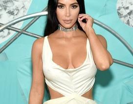 Kim Kardashian diện váy táo bạo