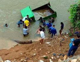 Xe tải tự chế lao xuống suối, lái xe 17 tuổi thiệt mạng