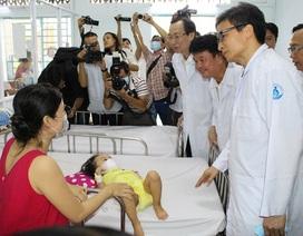 """Phó Thủ tướng Vũ Đức Đam: """"Rất xót ruột trước các dịch bệnh ở trẻ em"""""""