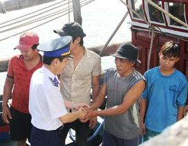 7 ngư dân cập bờ an toàn sau hơn 1 ngày trên tàu thả trôi