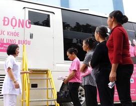 Các bà các chị xếp hàng tầm soát ung thư vú trên chiếc xe 12 tỉ đồng