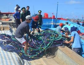 Bắt quả tang tàu cá sử dụng súng điện khai thác hải sản