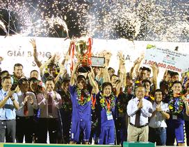 Tổng kết V-League 2018: Nóng vấn đề mặt sân, tiêu chí CLB chuyên nghiệp