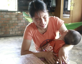 Bố mẹ nghèo khao khát cứu con trai 2 tuổi bị bại não