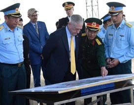 """Bộ trưởng Quốc phòng Hoa Kỳ thăm """"điểm nóng dioxin"""" của Việt Nam"""