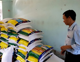 Trữ đủ lương thực cho học sinh vùng cao trước mùa mưa bão