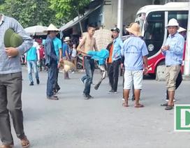"""Hà Nội: """"Cò"""" xe khách lộng hành ở bến xe Giáp Bát"""