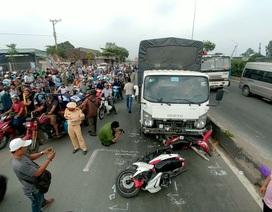 """Xe tải lao dốc """"quét"""" hàng loạt xe máy, 2 người tử vong"""