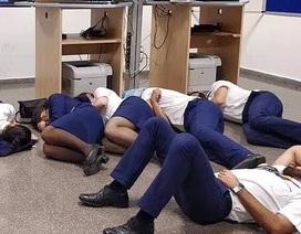 Tiếp viên hàng không tố cáo bị hãng bay đối xử bạc bẽo