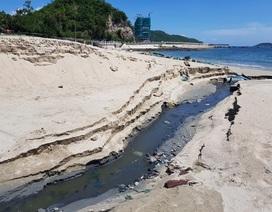 """Cống xả nước thải lại """"đầu độc"""" bãi biển du lịch Nha Trang"""