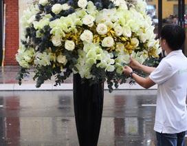 """Choáng váng với bình hoa """"khủng"""" dịp 20/10 trị giá 85 triệu đồng"""