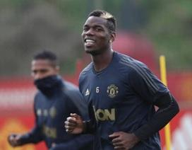 Pogba cười tươi trên sân tập nhưng… tránh mặt HLV Mourinho