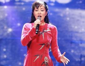 """Diva Hồng Nhung xin lỗi khán giả vì sự cố """"hát thêm lời"""""""