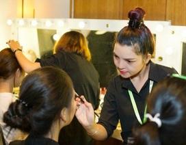 Người mẹ khuyết tật, kiếm mỗi tháng gần 50 triệu từ nghề makeup
