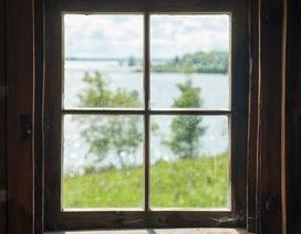 Nhìn khung cửa sổ phát hiện... bệnh ở mắt